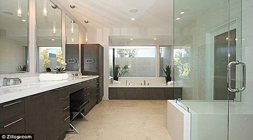 Chọn thiết bị vệ sinh Inax cho phòng tắm nhỏ